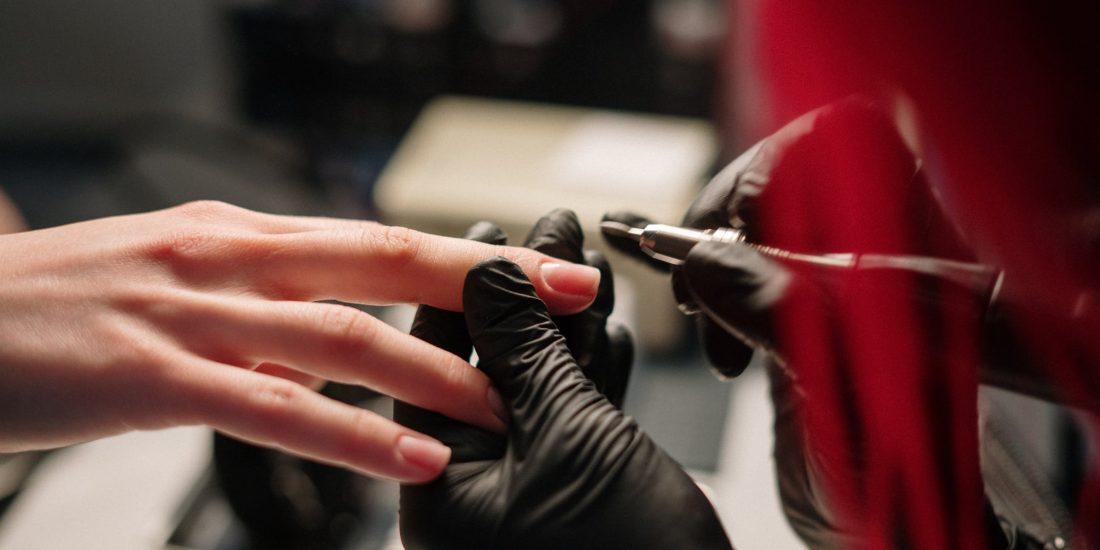 Beauté des mains et des pieds à l'institut dermobeauty esthétique des Pennes Mirabeau