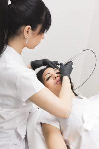 Maquillage permanent sourcils poudré par Julie Lafosse Salon de lesthetique Paris